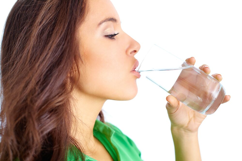 Is it Best to Drink a Gallon of Water a Day to Lose Weight?